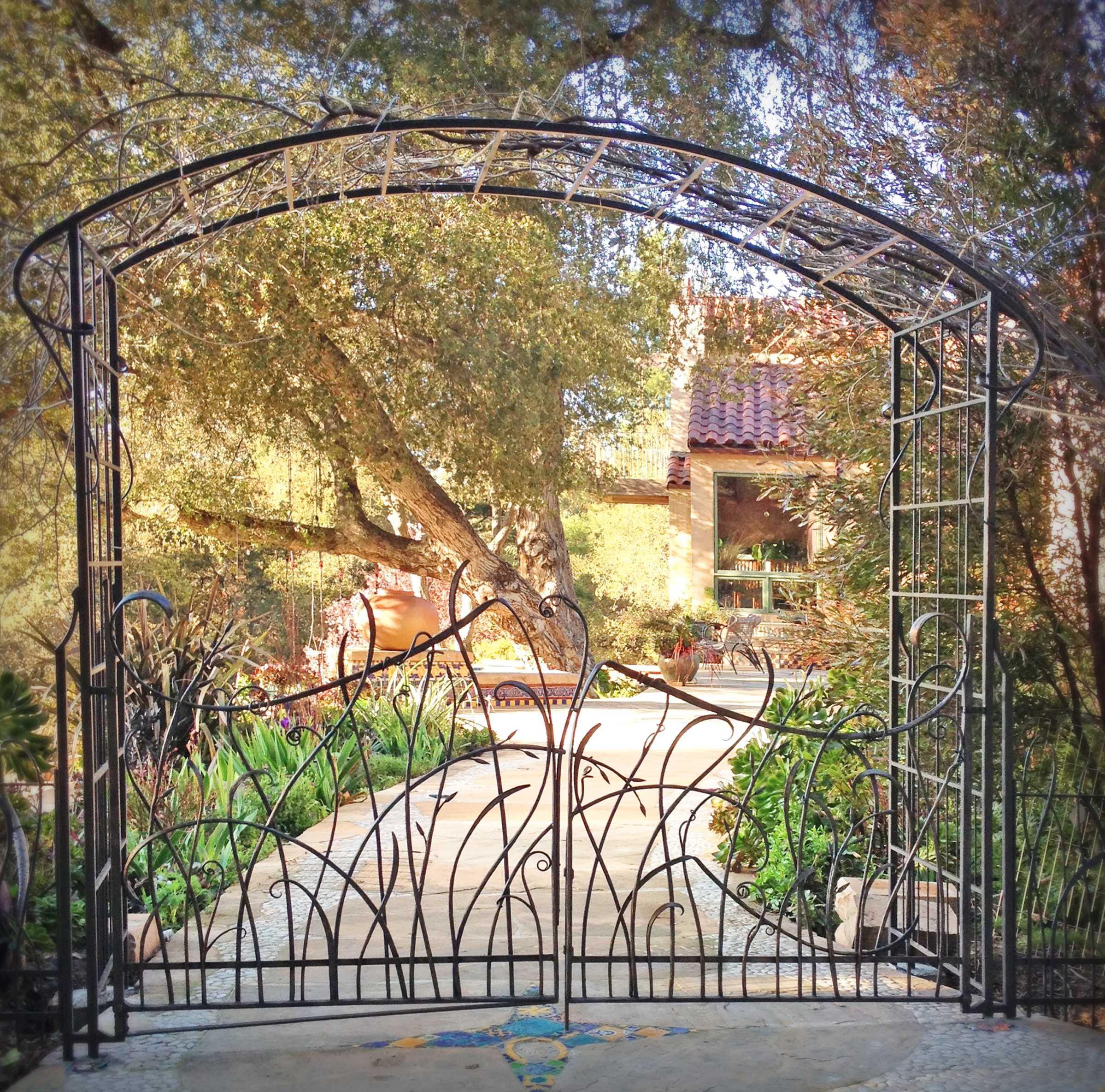 gates-doors-wind1